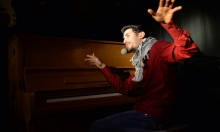 من عازف بيانو في اليرموك المدمر إلى مسارح ألمانيا