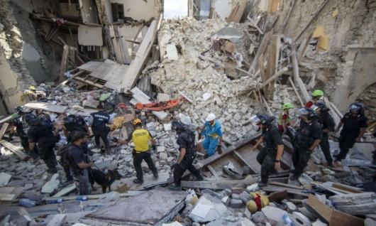 زلزال إيطاليا يوقع 120 قتيلا على الأقل