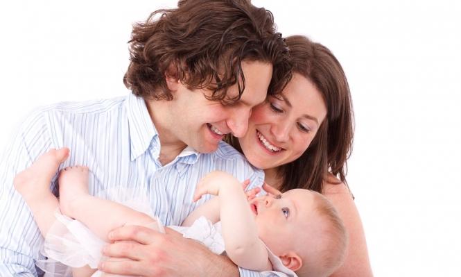 التواصل باللمس يساعد في نمو حديثي الولادة