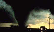 """أستراليا تستعد للإعصار المدمر """"ديبي"""""""