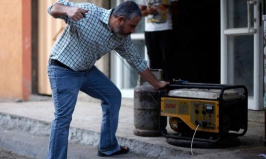 السلطة الفلسطينية تبلغ إسرائيل بوقف تمويل مد غزة بالكهرباء
