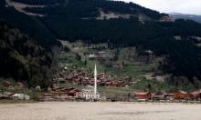 """""""أوزنغول"""": البحيرة المنسية في أحضان الطبيعة التركية"""