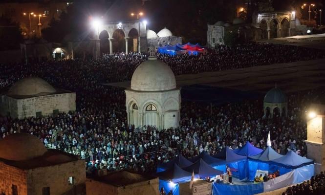 صلاة التروايح في ليلة القدر - باحات المسجد الأقصى المبارك