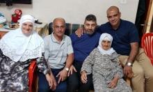 العشرات يرافقون المحامي محمد عابد في طريقه للسجن