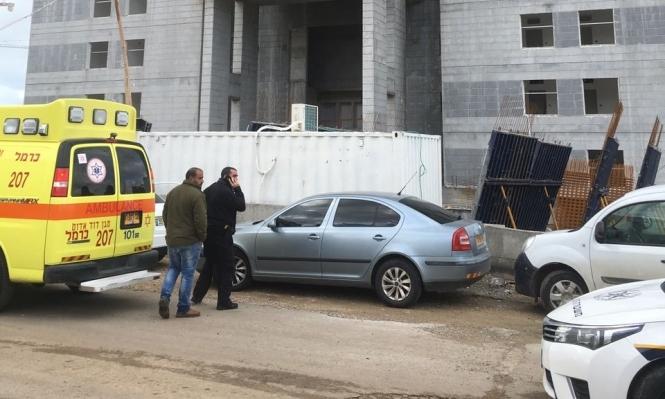 إصابة عامل في ورشة بناء وسط البلاد