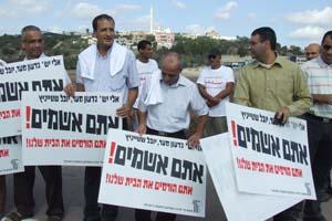 إضراب السلطات المحلية وإغلاق عدد من مفارق الطرق
