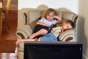 دراسة تؤكد أن أطفال التلفزيون والكمبيوتر أكثر عرضة للمشاكل النفسية