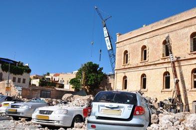 نتيجة لمشاريع التهويد: انهيار جدار تاريخي في مدينة يافا