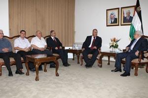 وفد من الجبهة الديمقراطية والشيوعي الإسرائيلي يلتقي عباس وعبد ربه