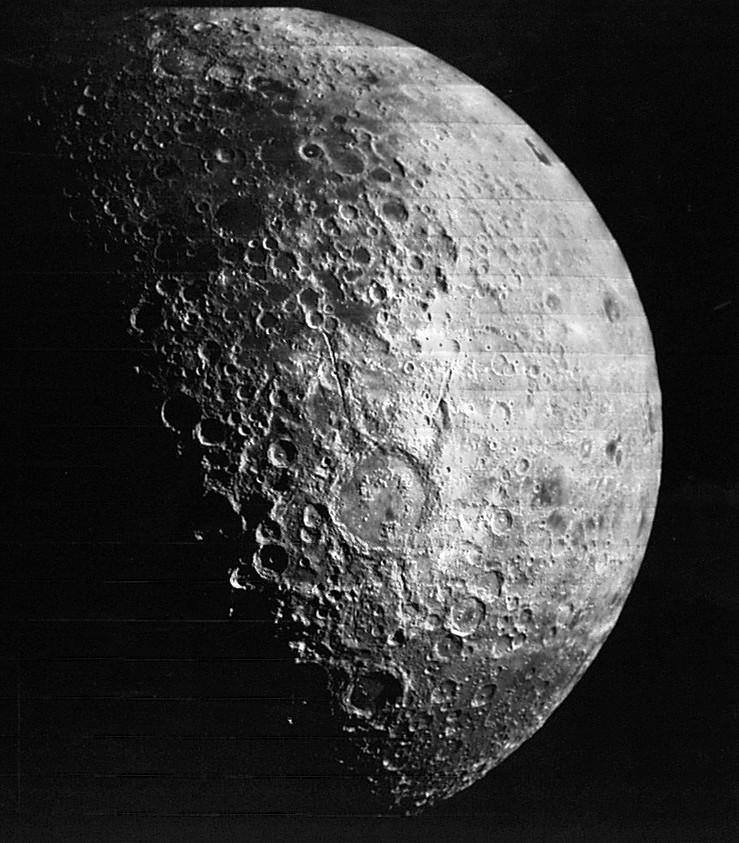 ناسا: القمرُ ينكمش