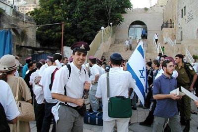اقتراح قانون يمنع المقدسيين من العمل في الإرشاد السياحي