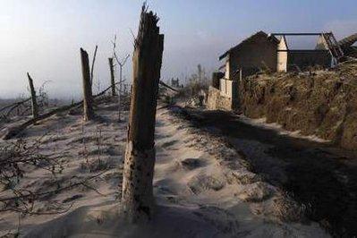 إندونيسيا: زلزال يعقبه تسونامي ثم ثوران بركان..