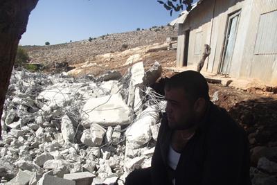 جرافات الهدم تهدم منزلا في حي القبسي قرب نحف الجليلية