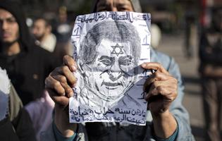 عشرات آلاف المصريين يهتفون بإسقاط النظام في سادس أيام الغضب