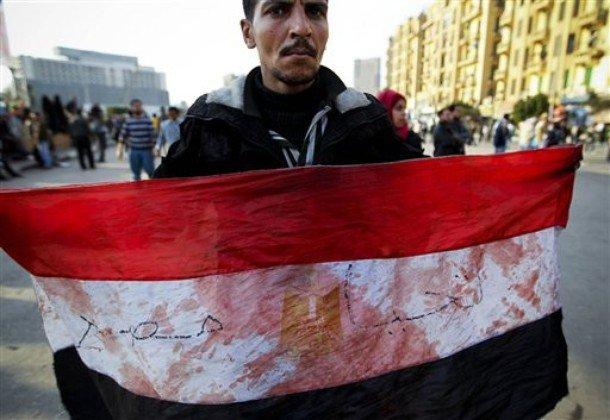 بالصور: بلطجية الحزب الوطني الحاكم وقوات الأمن واعتدائهم على المتظاهرين