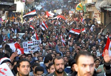"""مباشر ميدان التحرير: """"الشعب يريد إسقاط النظام"""" الهتاف المركزي في مسيرات اليوم"""