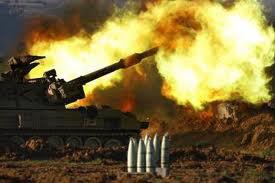 قطاع غزة: إصابة عاملين في قصف مدفعي