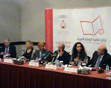 جائزة بوكر العربية مناصفة للمغربي محمد الاشعري والسعودية رجاء عالم