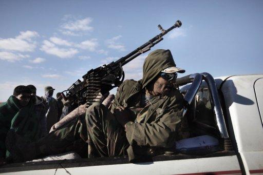 قوات القذافي تهاجم مصراتة بالدبابات والمدفعية