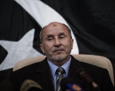 النظام الليبي يصف أي تدخل عسكري باللا شرعي، وقيادة الثورة تؤكد الصمود والوقوف على أرض صلبة