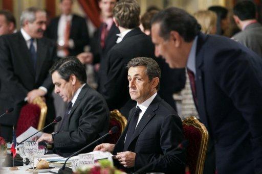 أربع دول عربية تشارك في قمة باريس حول ليبيا، والثوار يحثون المجتمع الدولي على تنفيذ قراراته