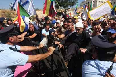 """غضب وإعلان يوم أرض في """"أم الشقف"""" في قرى الكرمل"""