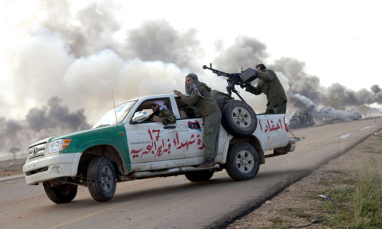 رويترز: مركبات عسكرية ومدنية تغادر سرت نحو طرابلس