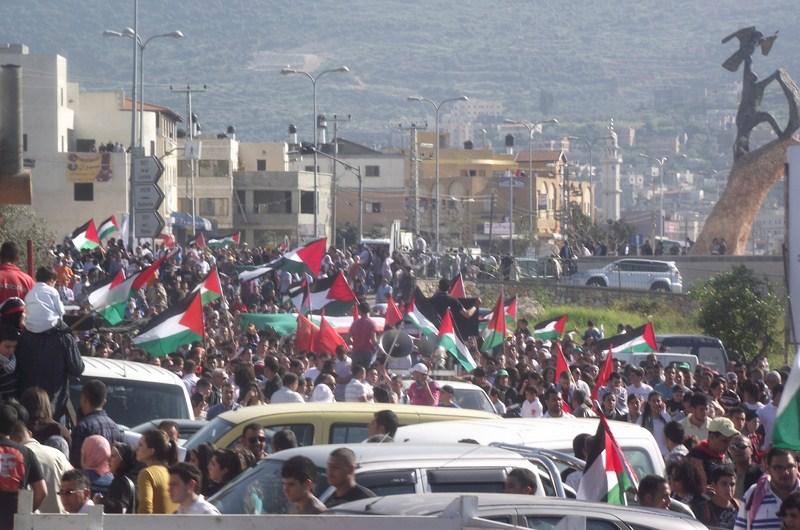 الآلاف يشاركون في مسيرة يوم الأرض والمهرجان المركزي بعرابة