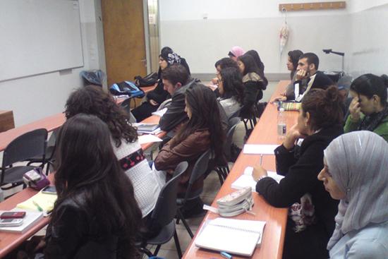 """حلقات قراءة لسيرة """"ظلّ الغيمة"""" في جامعة حيفا والجامعة العبريّة"""