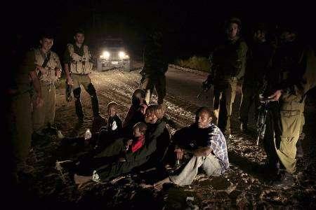 """جنود وضباط اسرائيليون يرفضون تنفيذ """"الترحيل الساخن"""" بحق المهاجرين الأفارقة"""