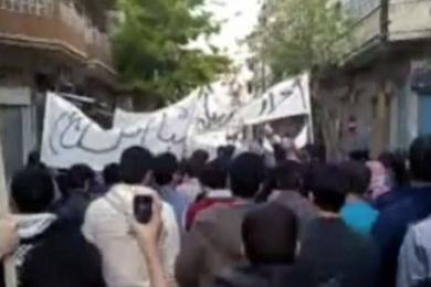 سورية: مقتل 35 شخصا في درعا منذ الاثنين وتعزيزات أمنية في دمشق وبانياس
