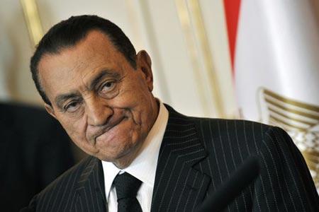 محامي مبارك: ثروته لا تتجاوز المليون دولار، وهو في حالة نفسية صعبة