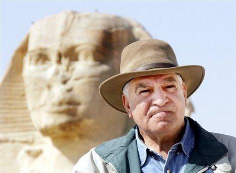 حواس يطالب بضم قصر العروبة ومقتنياته الأثرية لوزارة الآثار