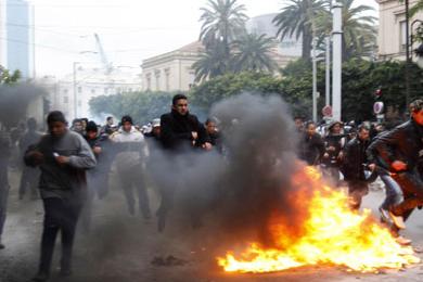 سورية: منع محافظ درعا السابق ورئيس فرع الأمن السياسي من السفر