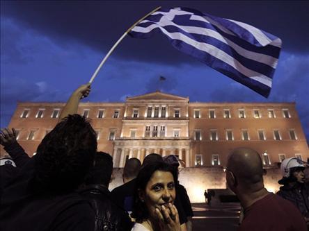 البرلمان اليوناني يقر خطة التقشف، واندلاع أعمال احتجاج في أثينا