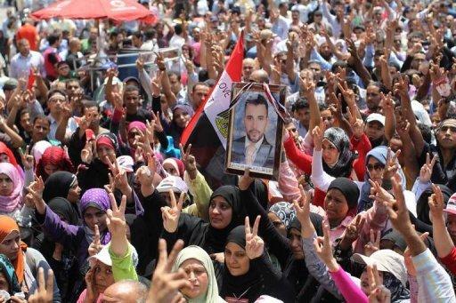 اشتباكات في محيط وزارة الداخلية المصرية بعد محاصرتها من متظاهرين