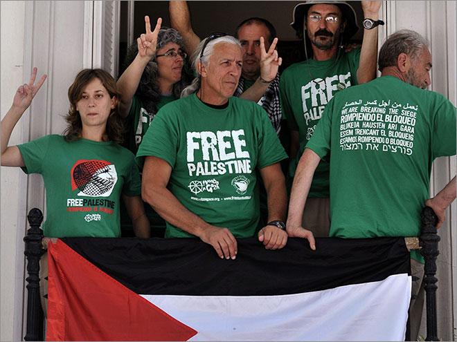 """اليونان: ناشطون إسبان يحتلون سفارة بلادهم احتجاجا على إعاقة """"أسطول الحرية 2"""""""