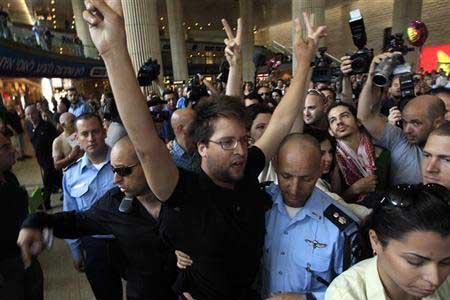 """إسرائيل تنوي ترحيل 120 شخصا بشبهة """"التضامن مع الشعب الفلسطيني"""""""
