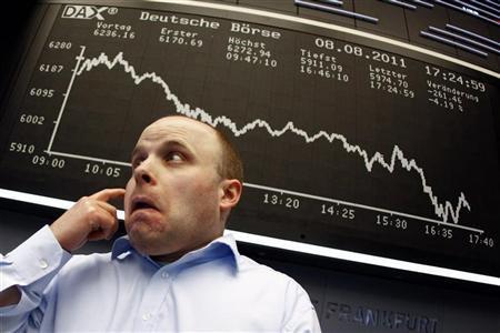 تراجع الأسهم العالمية لأدنى مستوى في 11 شهرا