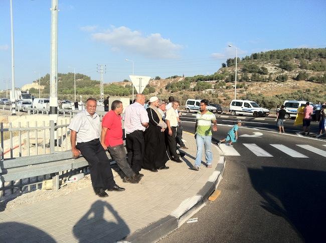 أهالي مجد الكروم يتظاهرون احتجاجاً على ضائقة الأرض والمسكن