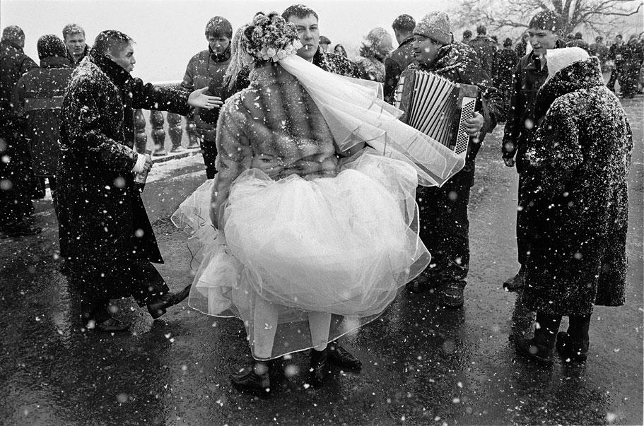 مؤسسة الزواج في موسكو تتجه نحو الانقراض