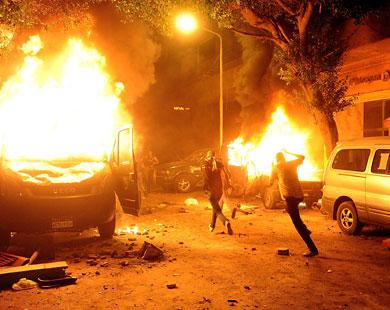 """الحكومة المصرية تقرر التعامل مع مقتحمي سفارة إسرائيل بمقتضى """"قانون الطوارئ"""""""