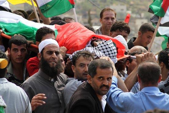 هآرتس: الجيش لم يمنع استفزازات المستوطنين (فيديو)وفلسطيني دفع حياته ثمنا