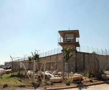 الإضراب عن الطعام يتواصل ويتسع وسلطات السجون تفرض عقوبات  على الأسرى