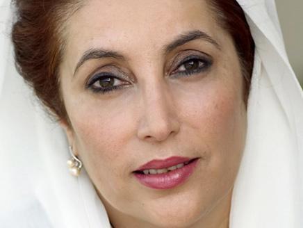 اتهام مسؤولي شرطة كبيرين و5 طالبانيين باغعتيال بوتو