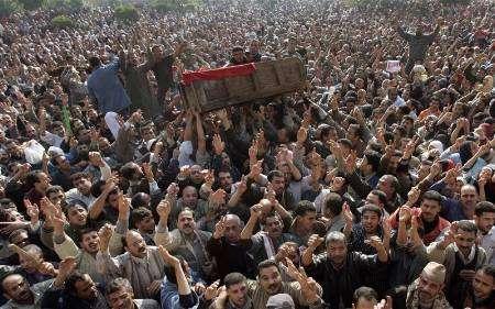 قتيل جديد في التحرير والميدان يصر على انهاء حكم العسكر
