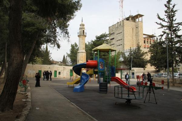 عصابات المستوطنين تواصل استهداف المساجد