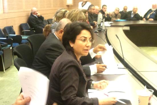 لجنة المالية تلزم عميدار بتقديم أجوبة لـ 11 عائلة عربية عكية قبل ترميم بيوتها
