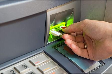 شركات بطاقات الائتمان الإسرائيلية: الكشف شمل 14 ألف بطاقة اعتماد
