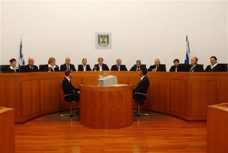 المحكمة العليا تمنع لمّ شمل العائلات الفلسطينية